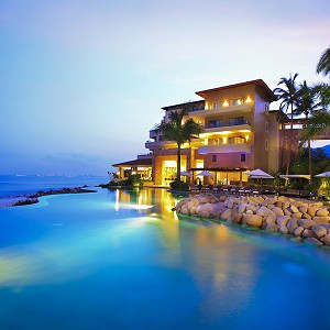 garza-blanca-resort-infinity-pool-night